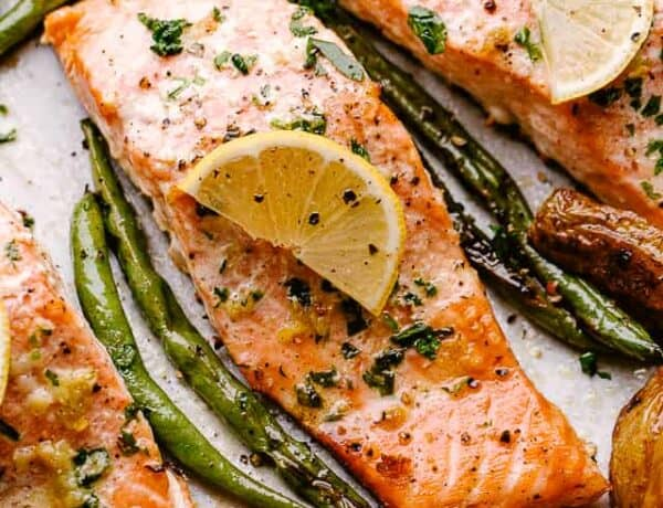 Baked Salmon with Potatoes and Green Beans